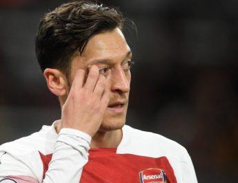 Mesut Ozil Ingin Tetap Bermain untuk Arsenal Sampai Habis Kontrak